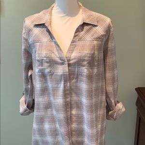 Lightweight soft button down too in gray and pink